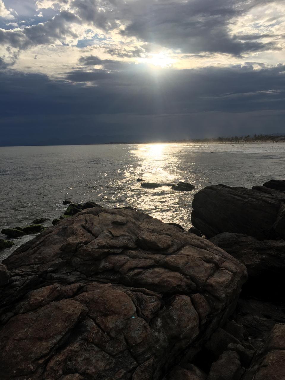 Praia Mar Ceu Nuvens Pedras Natureza Paisagem Wallpaper