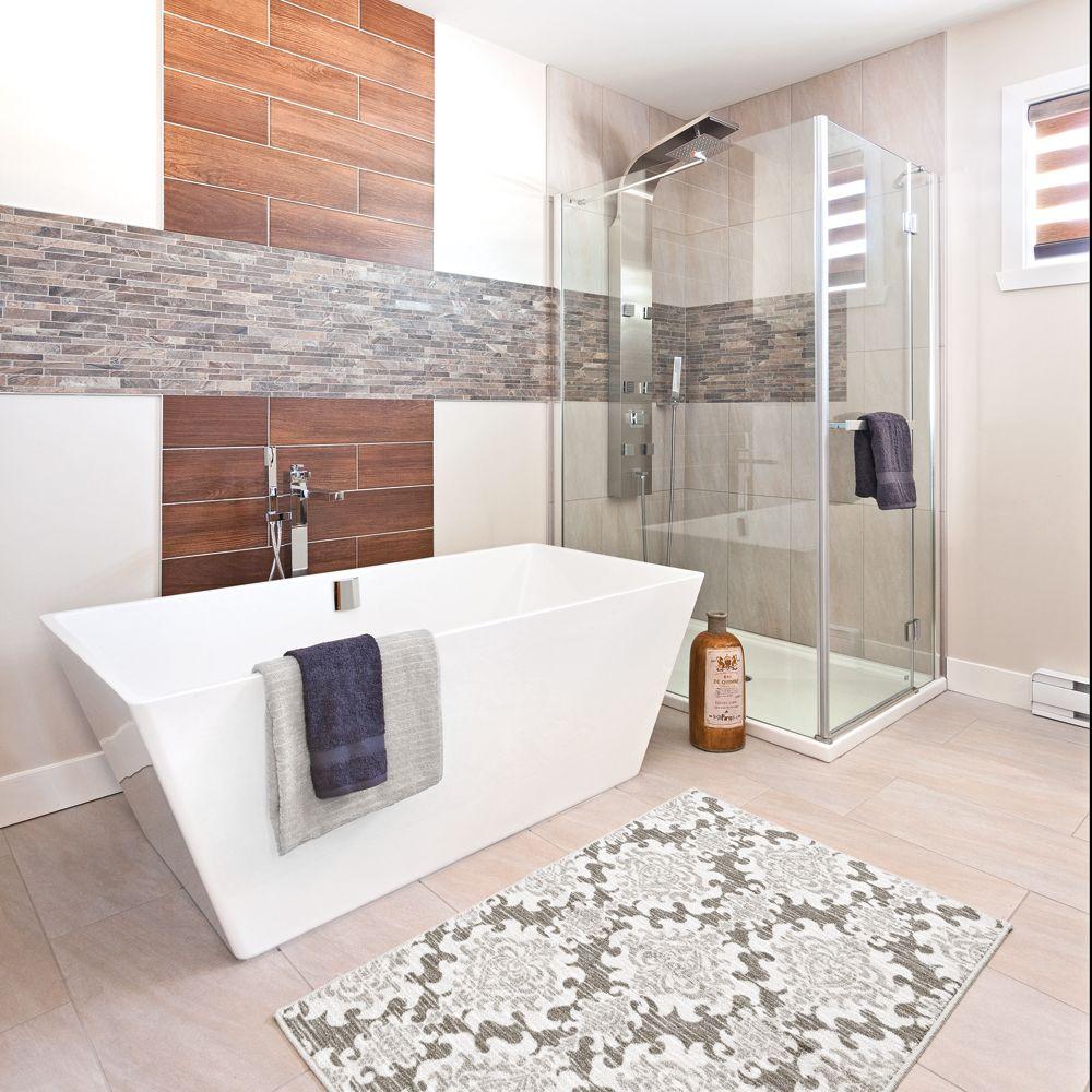 Motifs de céramique orientaux dans la salle de bain  Salle de