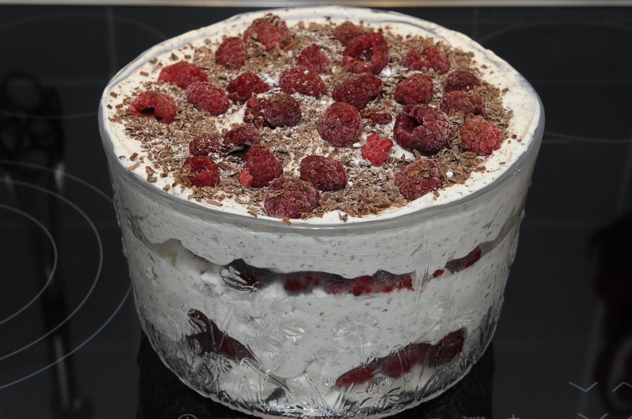 Baiser-Himbeer-Schicht-Dessert