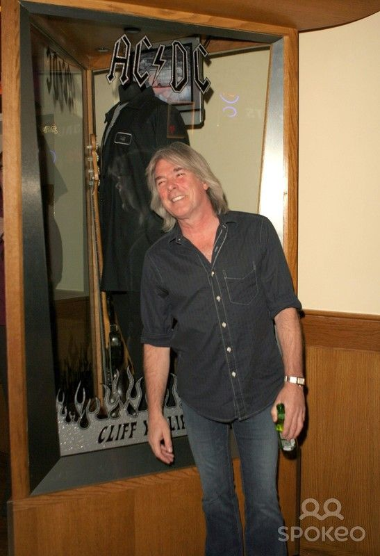 Cliff Williams The Hard Rock Unveils A New Display Case To