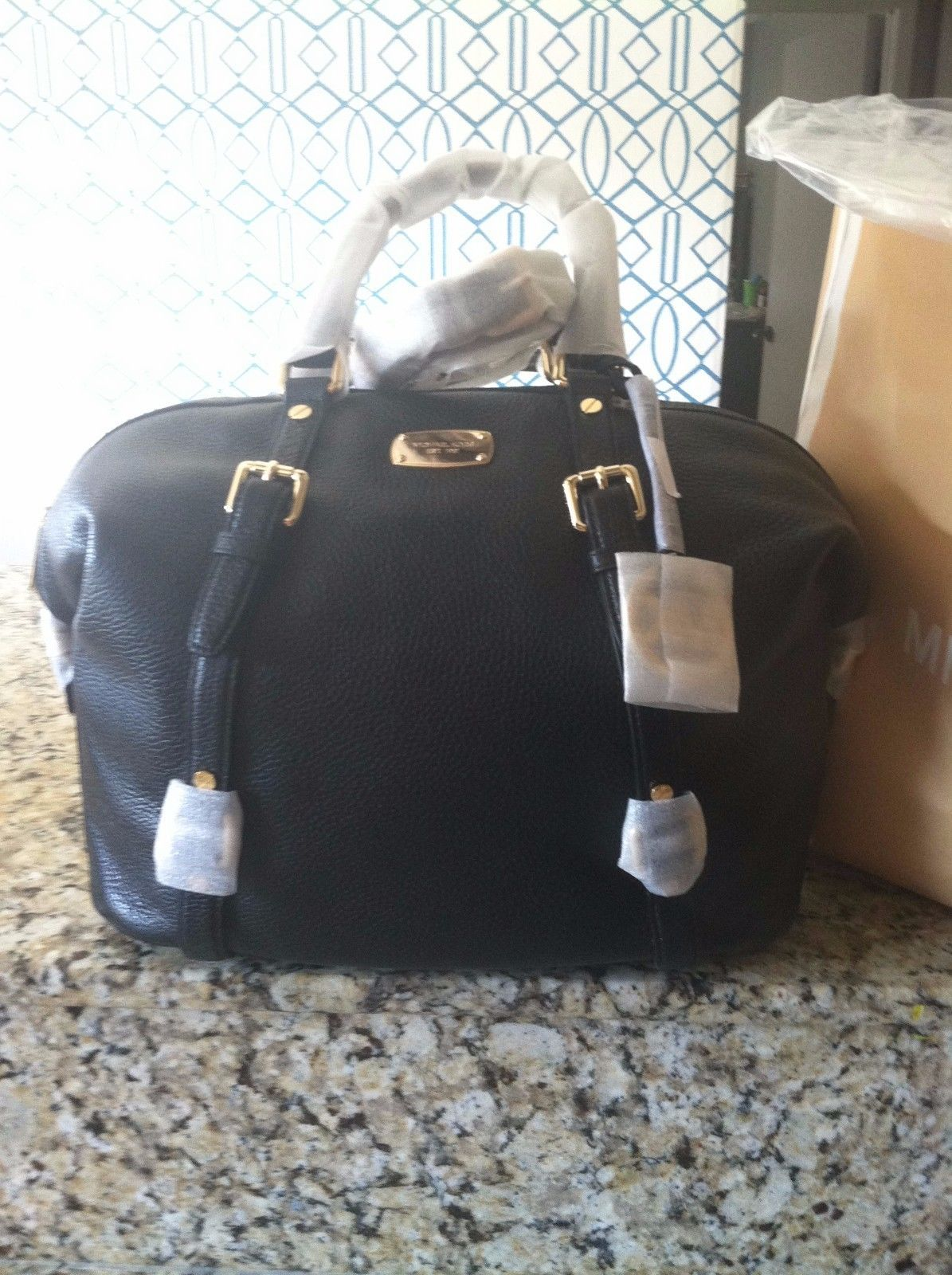 michael kors black bedford style handbag. brand new  https://t.co/f32IfGOSQi https://t.co/nbdH0XDJDw