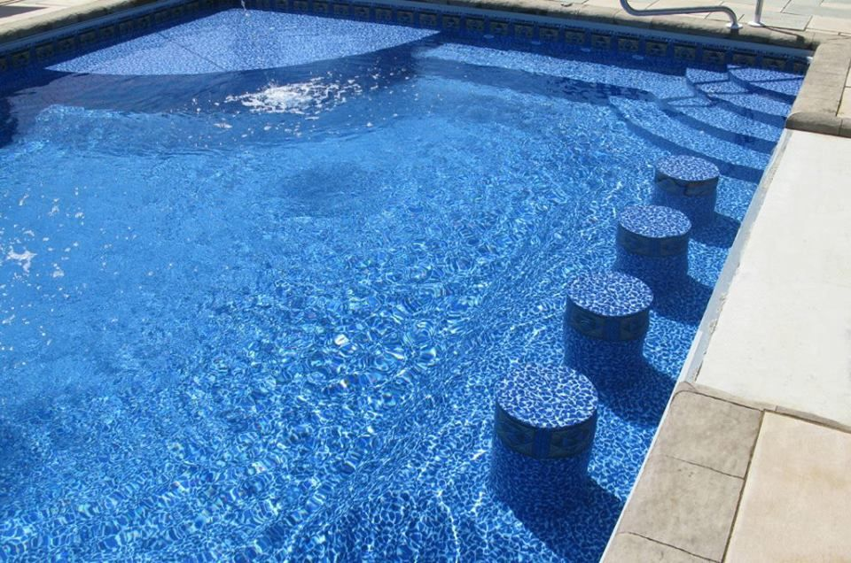 Swimming pool with built-in barstools and a Merlin liner www ...
