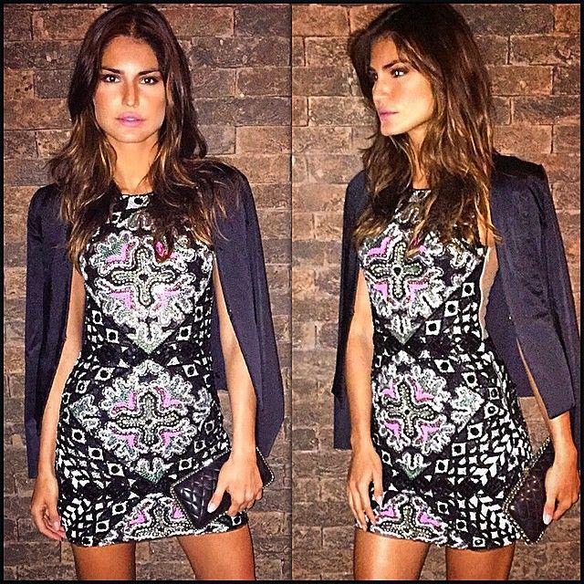 A modelo Ju Martins de vestido bordado PatBo  Linda.. #PatBo