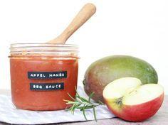 Apfel-Mango Barbecue Soße ... auf in die Grillsaison!   Zutaten:  1 reife Mango 2 Äpfel 2 Zwiebeln Saft einer halben kleinen Zitrone 1/2 gehackte Chilischote 1 TL frischer, gehackter Ingwer 1 EL Butterschmalz 100 g brauner Zucker  150 ml Apfelessig 50 ml Worcestersauce 70 ml rauchigen Whiskey (Ardbeg, Ardmore, Laphroaig...) 20 g Tomatenmark Prise Salz