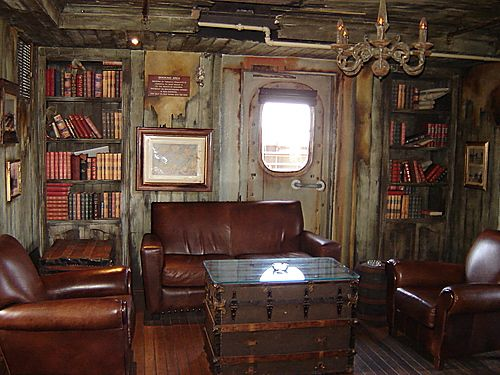 I Like The Style Of This Captains Cabin Could I Do This For My Bedroom Pirate Decor Pirate Ship Pirate Room