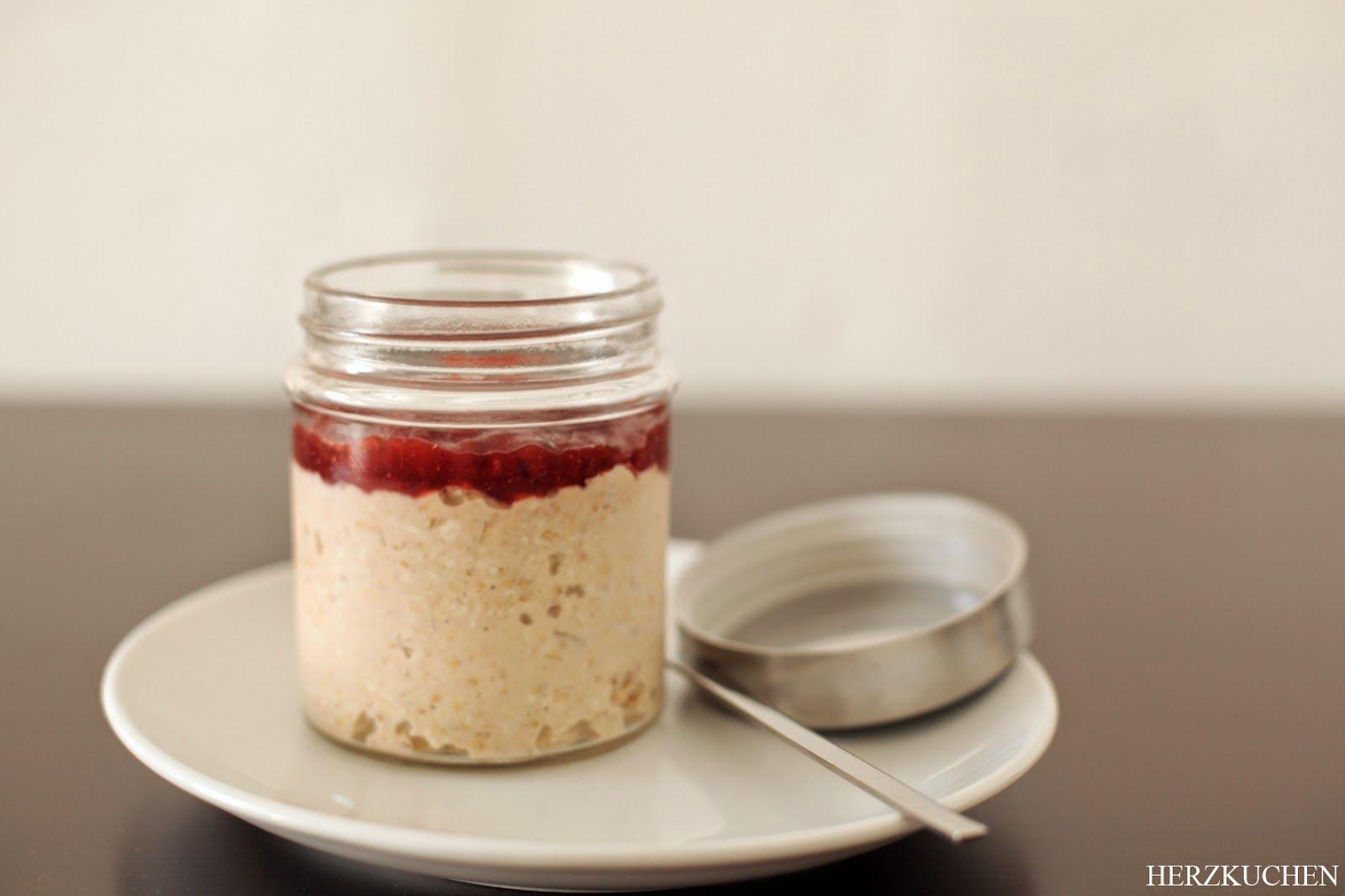 Herzkuchen: Chai Tea Overnight Oats {Breakfast Lovers #5}100 ml of hot water  1 bag Chai Tea  90 g oatmeal  80 ml milk  1 tsp cane sugar  1/2 tsp cinnamon
