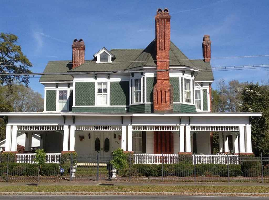 1885 Queen Anne Waycross Ga 325 000 Victorian Houses For Sale Victorian Homes Old House Dreams