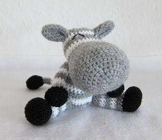 Stephi´s Köstlichkeiten: Rikki. FREE amigurumi pattern (scroll down for English instructions) ༺✿Teresa Restegui http://www.pinterest.com/teretegui/✿༻