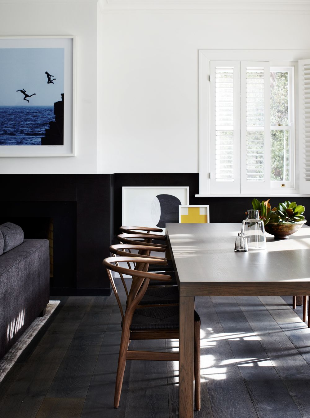 en corse et encore | table and chairs, tables and white walls
