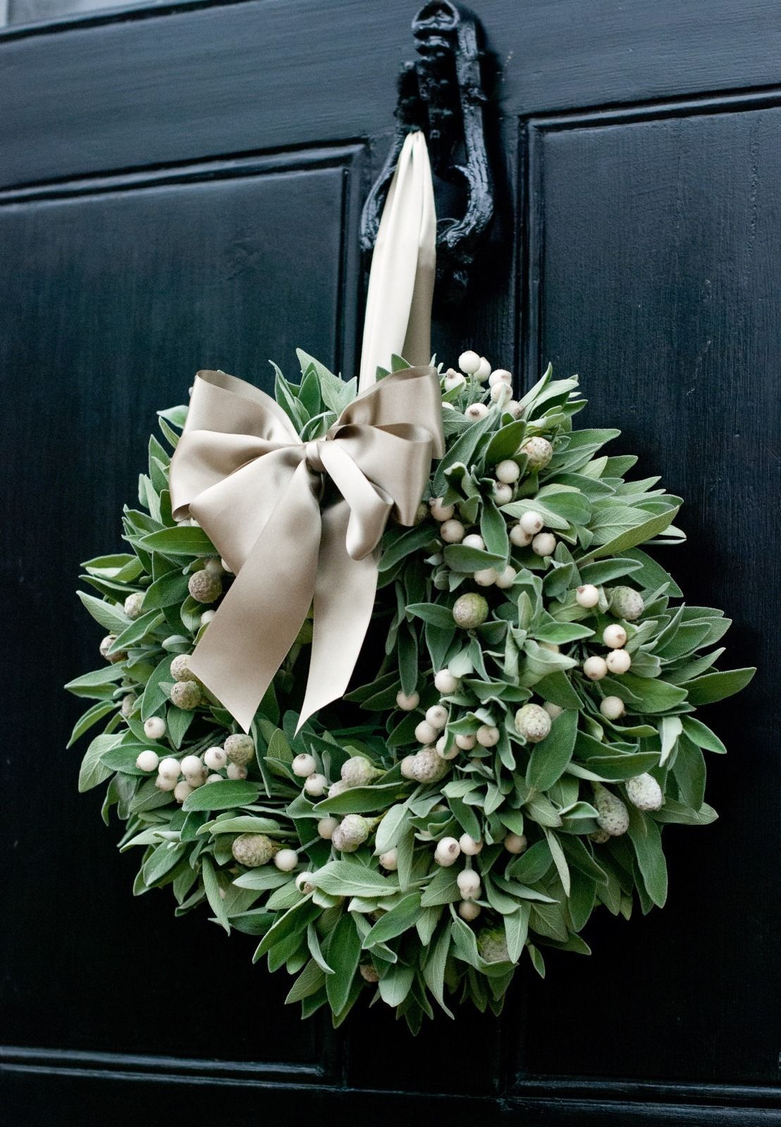 Fresh christmas wreath sage white berry sage berry for A green christmas decoration