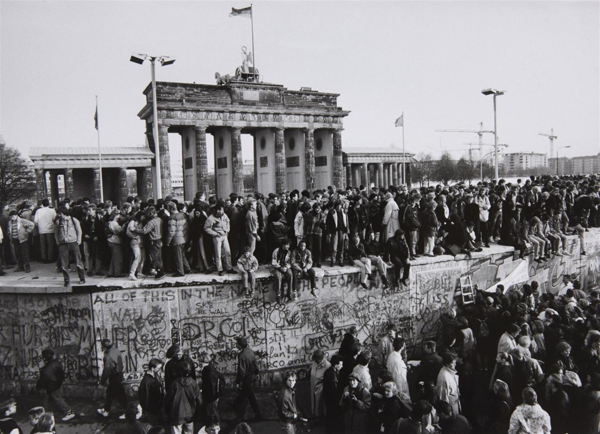 Fall Der Mauer Brandenburger Tor Berlin 10 November 1989 Auktionshaus Lempertz Berliner Mauer Bilder Mauerfall 1989