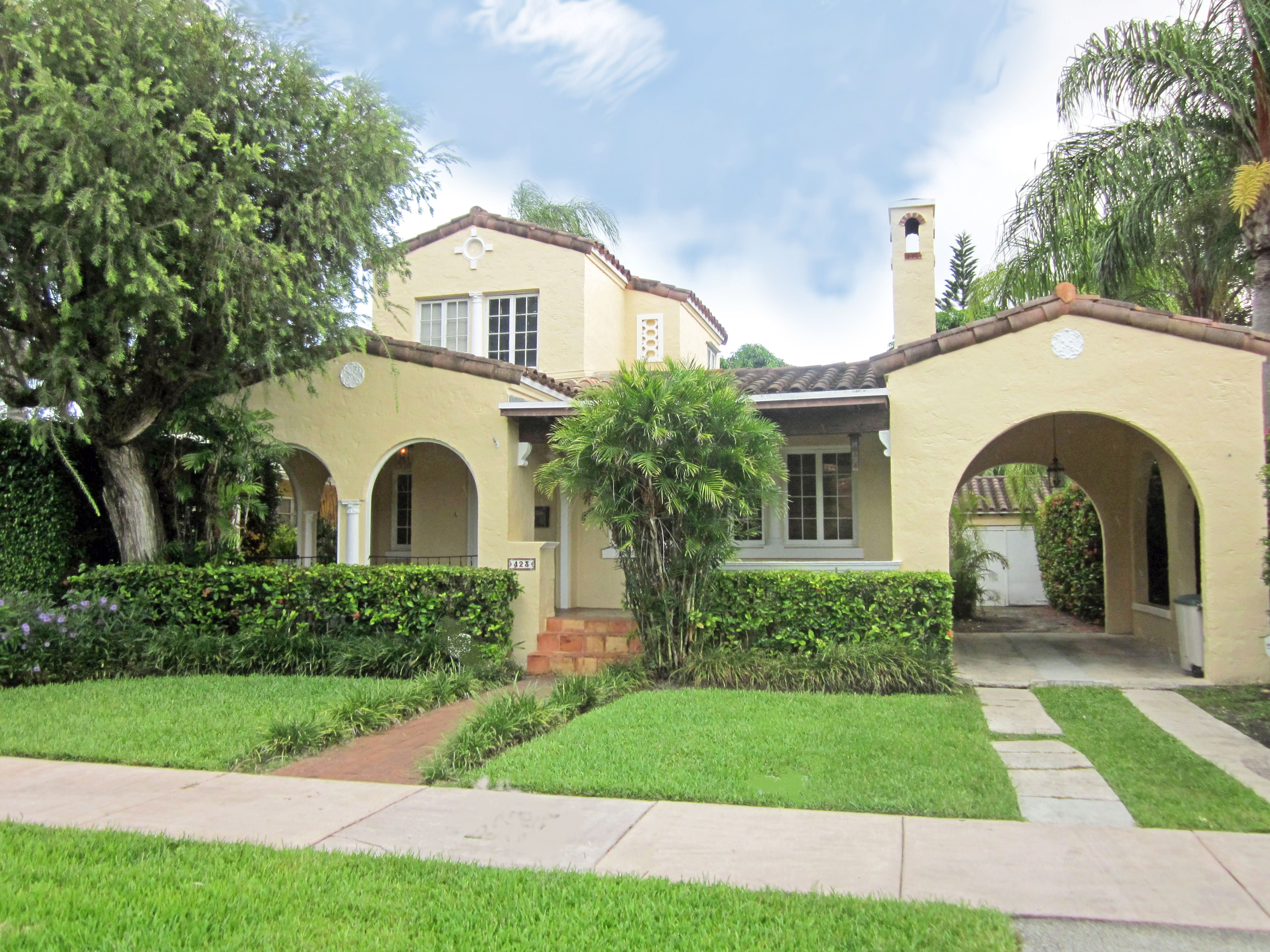 Sold Charming Front Porch On This 1926 Old Spanish 423 Candia Avenue Coral Gables Fl 33134 Http Slesnic Spanish Style Homes Spanish Exterior Spanish Style