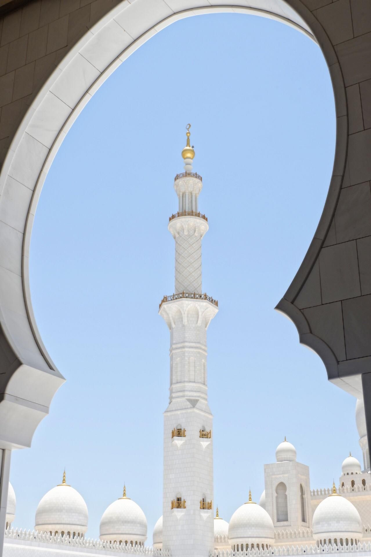 Visiting Sheikh Zayed Grand Mosque has been one of my dreams and it doesn't disappoint. It's magnificently beautiful.
