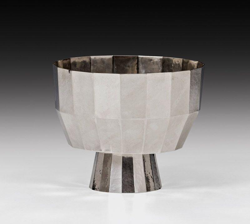 """Josef Hoffmann (Pirnitz 1870 - 1956 Wien) Vase Wiener Werkstätte, 1914 silver; marked: Vienna hallmark, """"WIENER/WERK/STÄTTE"""", """"WW"""", """"JH"""", rose mark, """"900""""; h. 10.5 cm; dm. 12.3 cm; 249 g"""
