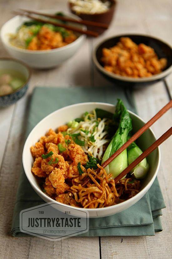 Resep Mie Yamin Dengan Ayam Crispy Resep Masakan Makan Malam Makanan Dan Minuman