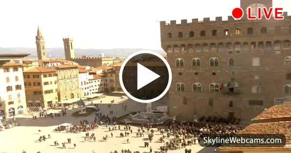 Hermosa vista del Palacio Viejo, de la fuente de Neptuno y la estatua de Cosme I