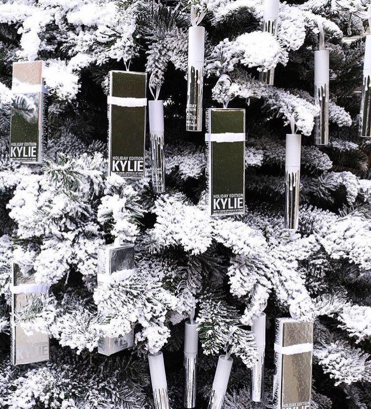 3e040e98cf Kylie Cosmetics. Holiday Edition❄ | Kylie | Postales navidad ...