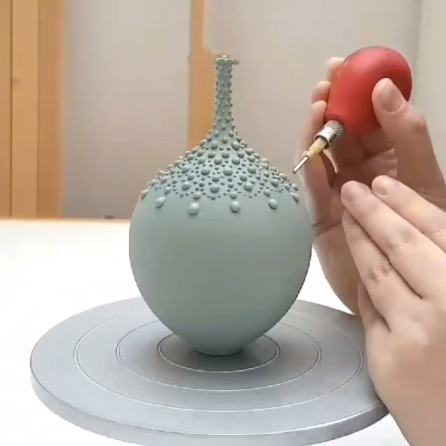Pottery Video - Slip trailing timelapse video by Hannah Billingham