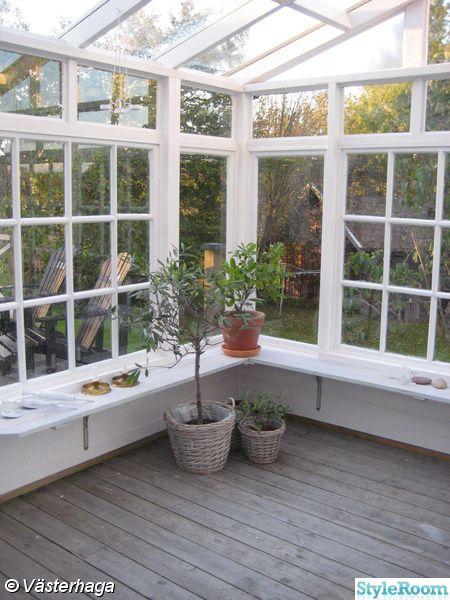 Orangerie av gamla fönster i anslutning till huset :)