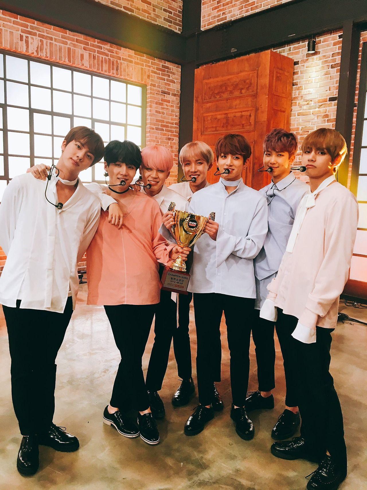 170226 SHOW CHAMPION's Tweet    방탄소년단의 따끈한 챔피언송 인증샷~ 조준~ 발사~ 방탄과 함께라면 언제나 봄날입니다… 다시 한번 방탄소년단의 챔피언송 수상을 축하드립니다^^ 짝짝짝  A proof shot of BTS' hot 'Champion Song' (award)~ Aim~ Fire~ As long as you're with BTS, it's always a spring day… Congratulations once again to BTS on winning 'Champion Song'^^ Clap clap clap  Trans cr: Kylie @ allforbts  © Please credit when taking out