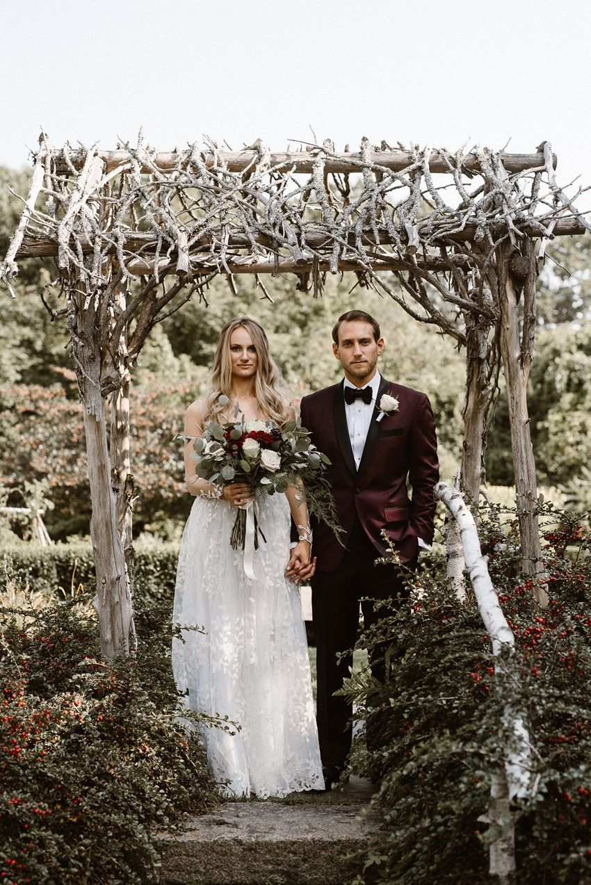 57b7b9dc6d1 A Rustic-Vintage Wedding with Black Tie Elegance