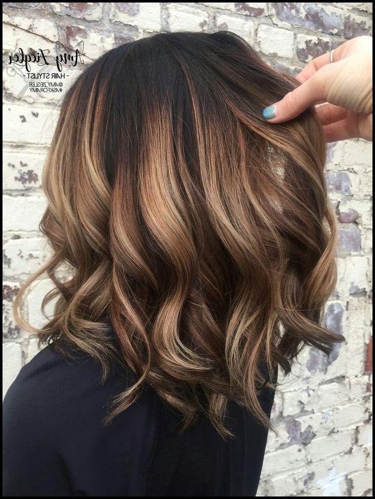 Brunette Haarfarbe Mit Highlights Frisuren Fur Brunette Haarfarben Short Hair Balayage Balayage Hair Brunette Hair Color