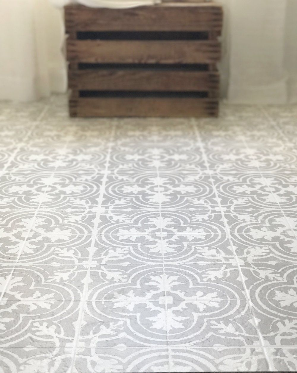 How to paint your linoleum or tile floors to look like patterned how to paint your linoleum or tile floors to look like patterned cement tile tutorial dailygadgetfo Images
