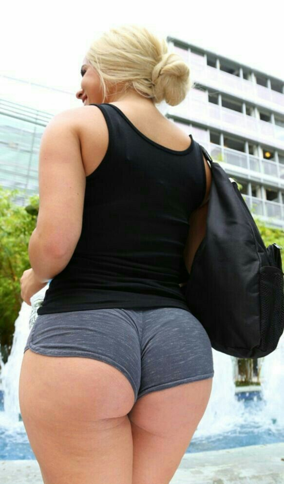 Big ass candid booty shorts thick legs 6