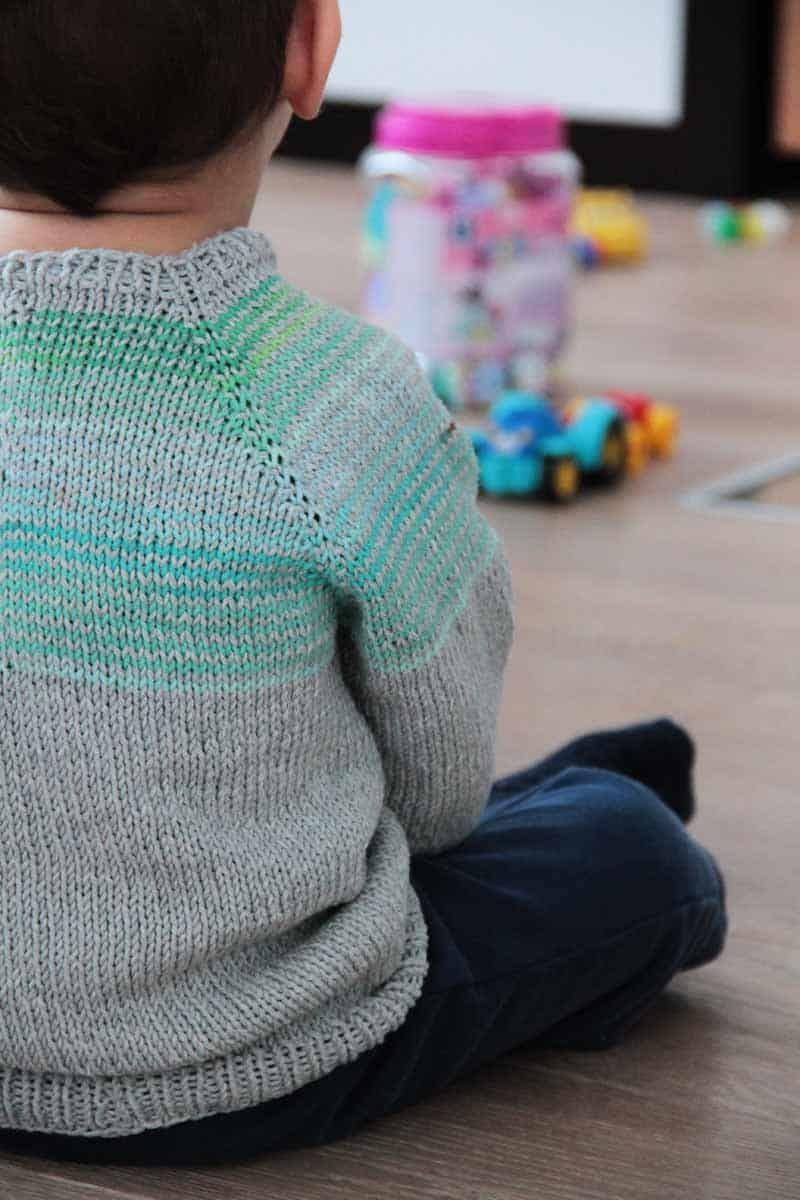Návod zdarma - jak uplést dětský svetr s raglánovými rukávy dd7b5f448b