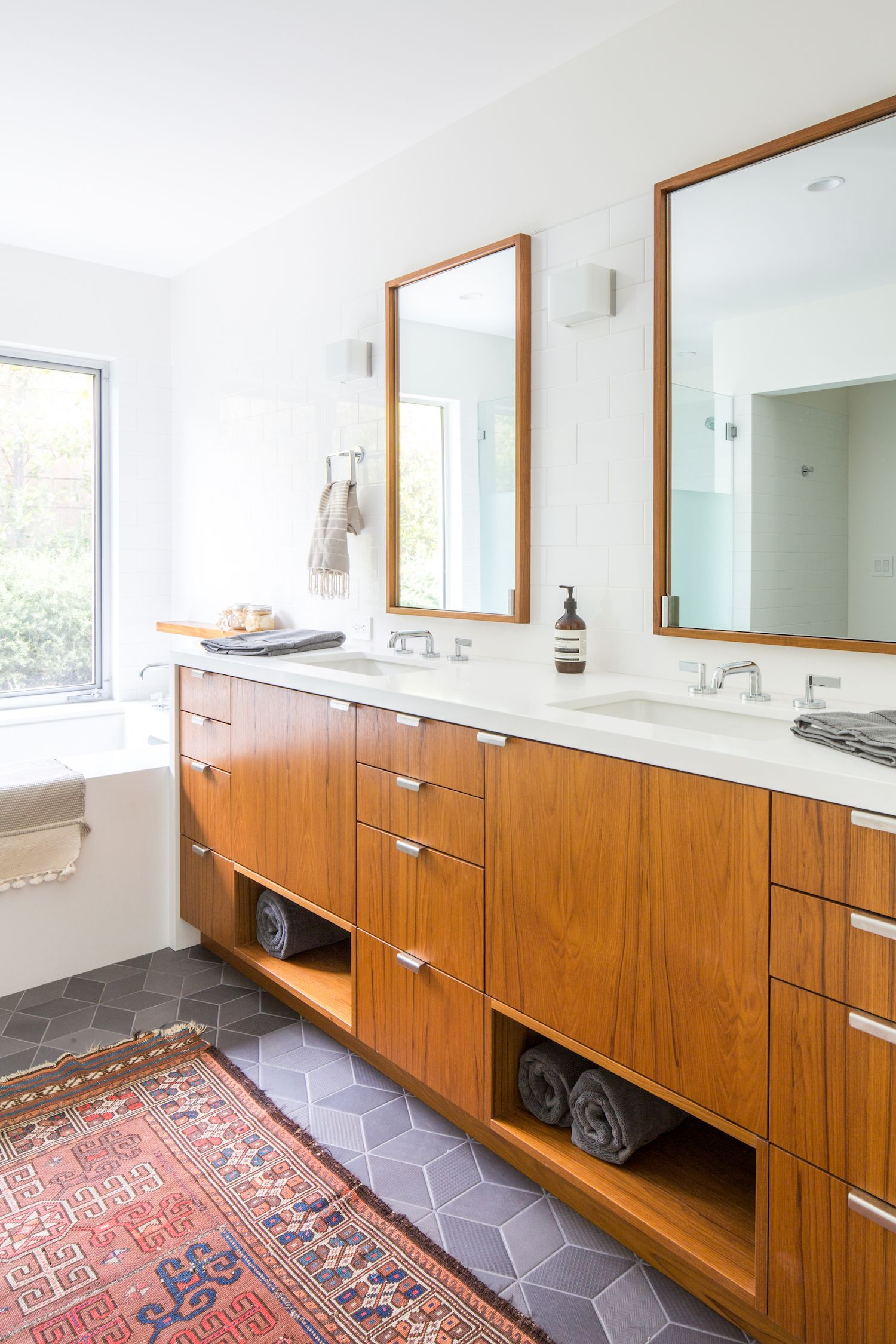This Mid Century Modern Is Right At Home In The Canyon Dwelling Collective In 2020 Modern Bathroom Design Mid Century Modern Bathroom Bathroom Design