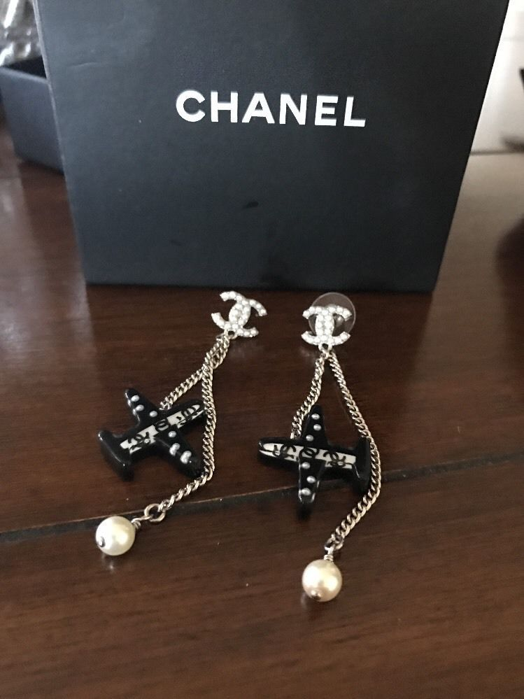 Auth Chanel Large Airplane Pearl Cc Logo Limited Runway Dangle Drop Earrings Chanel Chanel Fashion Earrings Earrings Pearls