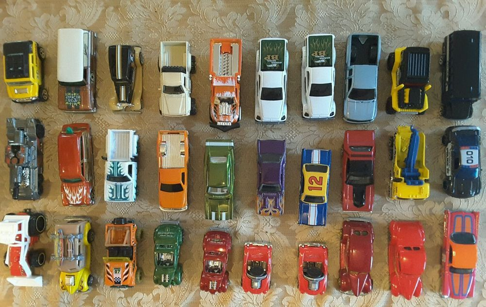Lot of 30 Diecast Cars, Hot Wheels