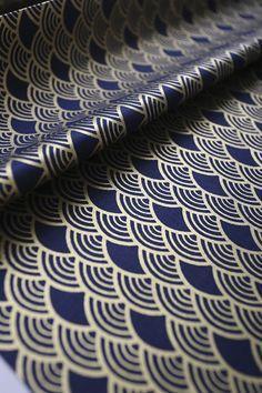 Magnifique tissu japonais bleu nuit motif vague seigaiha for Meuble japonais bleu