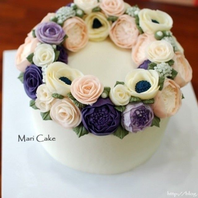 Mari wreath flower cake for parents♥ #flowercake #maricake #flower #cake #class #buttercreamrose #buttercreamflower #buttercream #buttercreamcake #rose #peony #davidaustinrose #anemone #baking #vscofood #instafood #instaflower #instacake #foodstagram #flowerstagram #flowercakeclass #플라워케이크 #마리케이크 #케이크 #먹스타그램 #맛스타그램 #꽃스타그램 #빵스타그램#작약