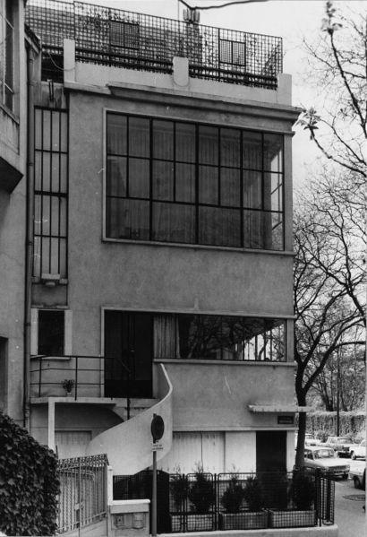 Le Corbusier. Maison Ozenfant. Avenue Reille. Paris, France. 1922....known for instilling the trend of horizontal windows into arch.