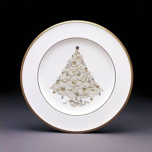 I Adore These Noritake Palace Christmas Gold Holiday Collection Gold Christmas Christmas Dinnerware Sets Christmas Dinnerware