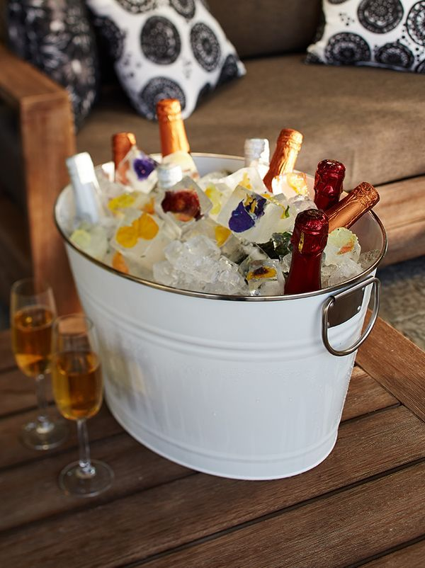 Serve up some party drinks with the Oval Party Tub.