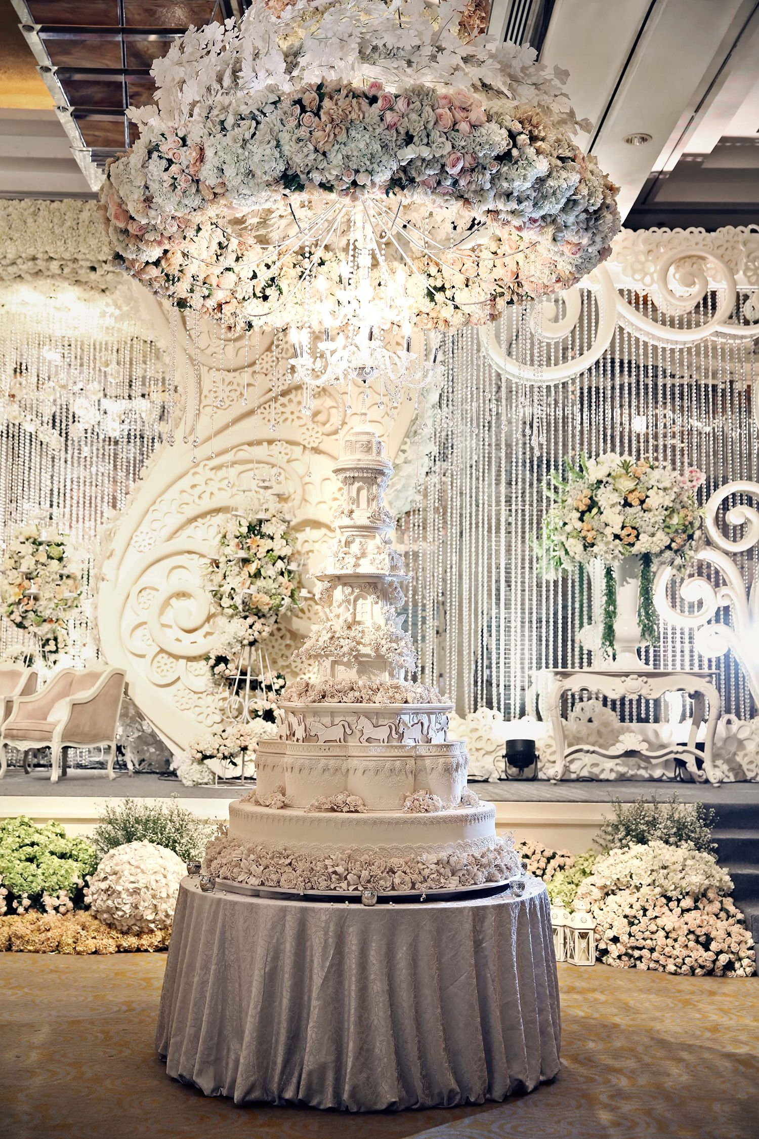 Grandeur wedding decoration in all white inspiring post by grandeur wedding decoration in all white inspiring post by bridestory everyone should read about dreamy fairy tale inspired wedding in jakarta on junglespirit Image collections