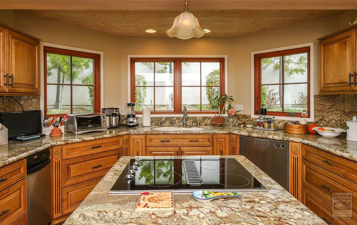 Fantastic kitchen with newly installed woodinterior