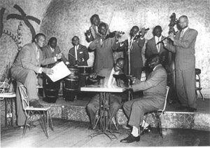 1932 : Orchestre de La Coupole (Paris). En haut Émile Chancy, Bertin Salnave, Abel Beauregard. En bas Oscar Calle, Jean Degrace, Florius Notte, Hilton Wiles.