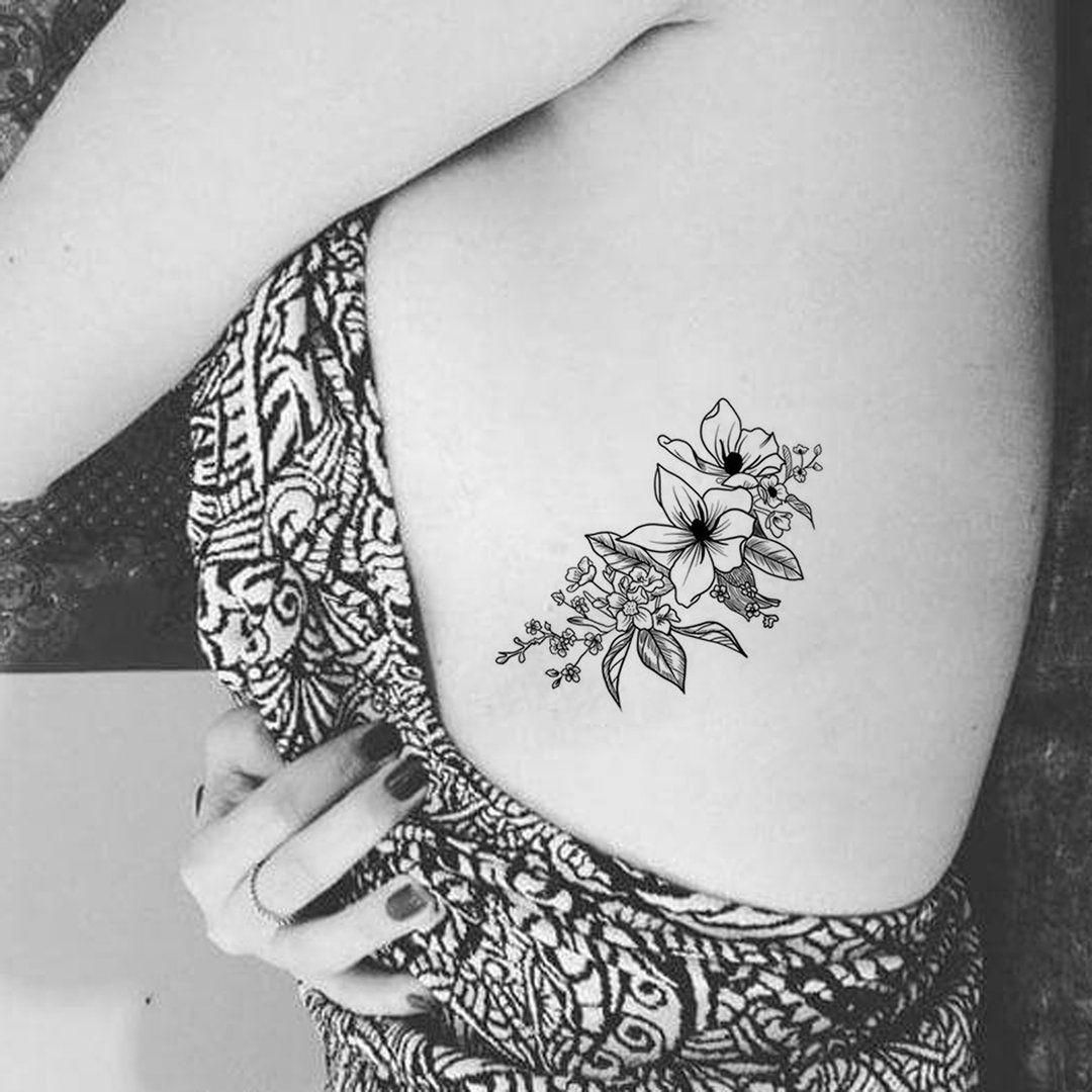 Traço fino a tatuagem no estilo Fineline Escritas para