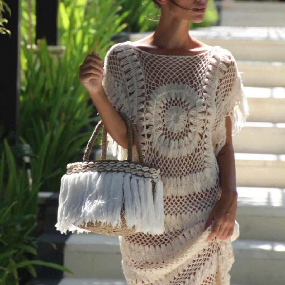 Our favorite small tassel beach basket   Crochet bags and Beach ...