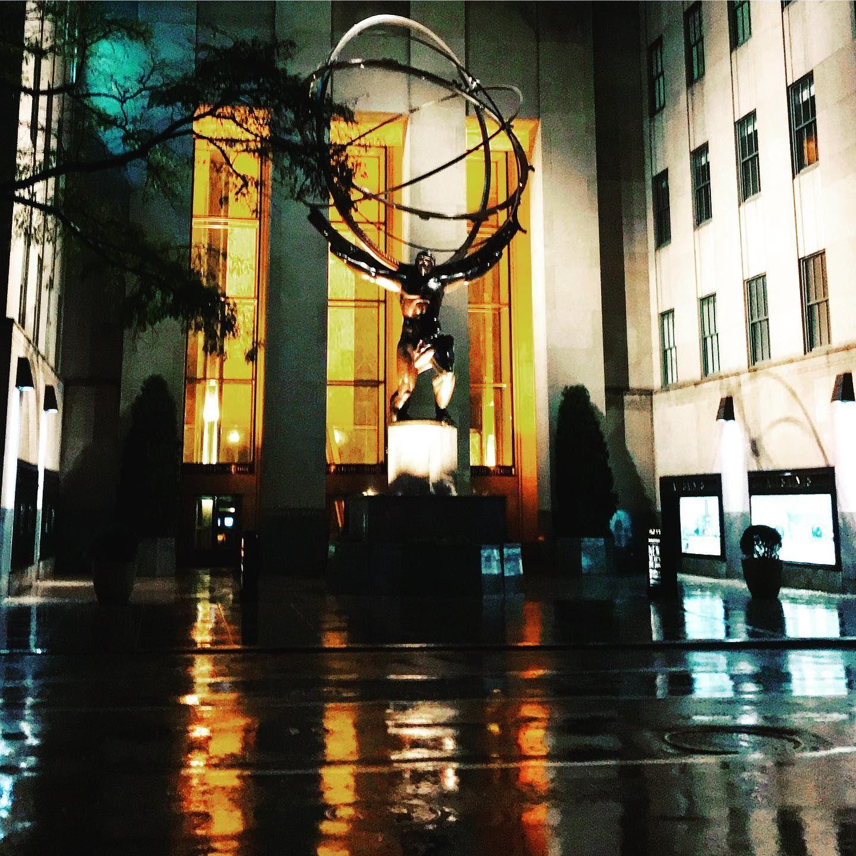 Atlas in the rain @rockefellercenter