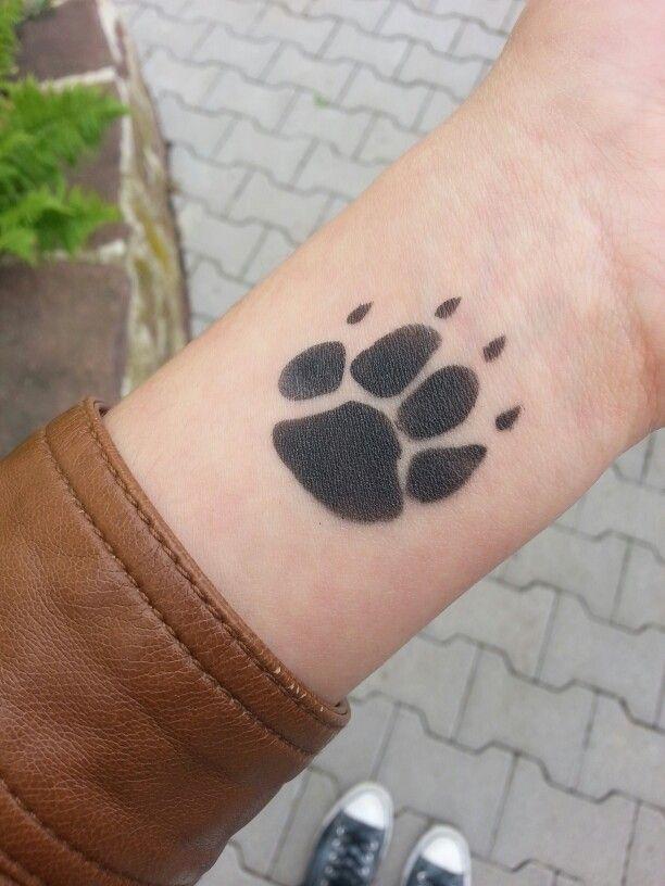 tatouage patte de chien tattoos pinterest tatouage patte de chien tatouages patte et. Black Bedroom Furniture Sets. Home Design Ideas