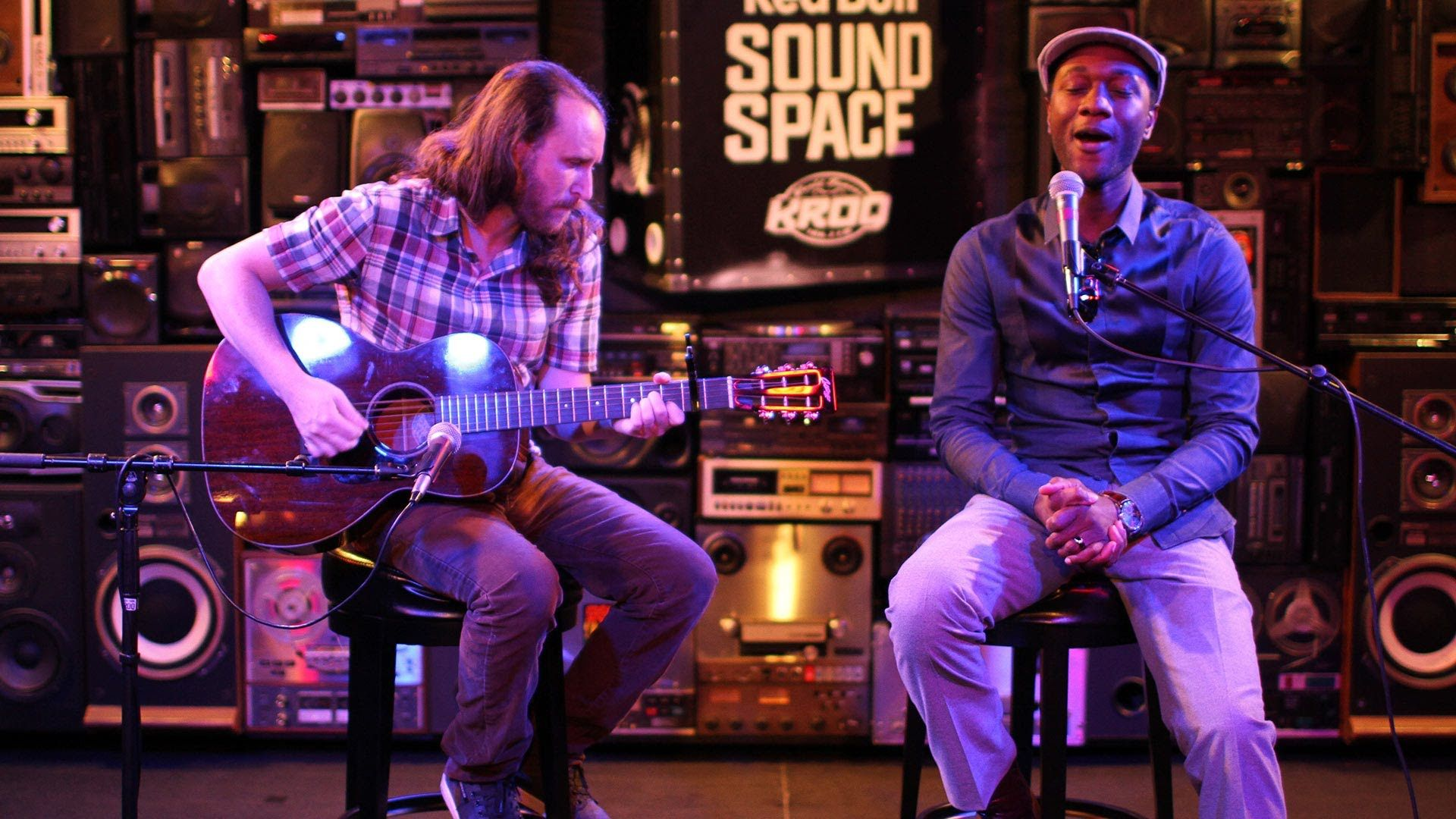 Incubus Mike Einziger And Aloe Blacc Perform An Acoustic Version