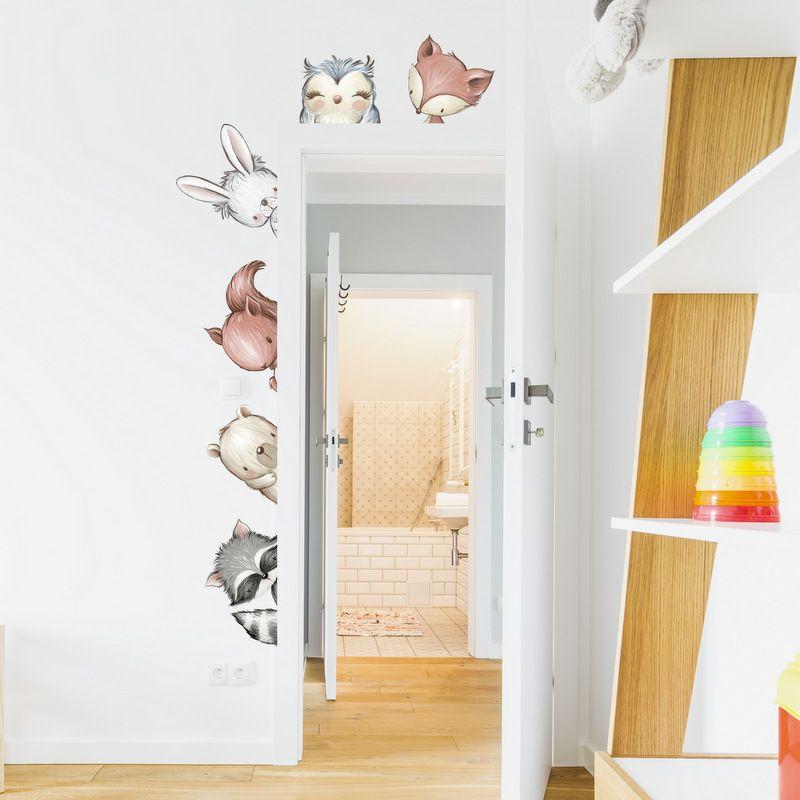 Wandtattoo Tiere in natürlichen Farben rund um die Tür
