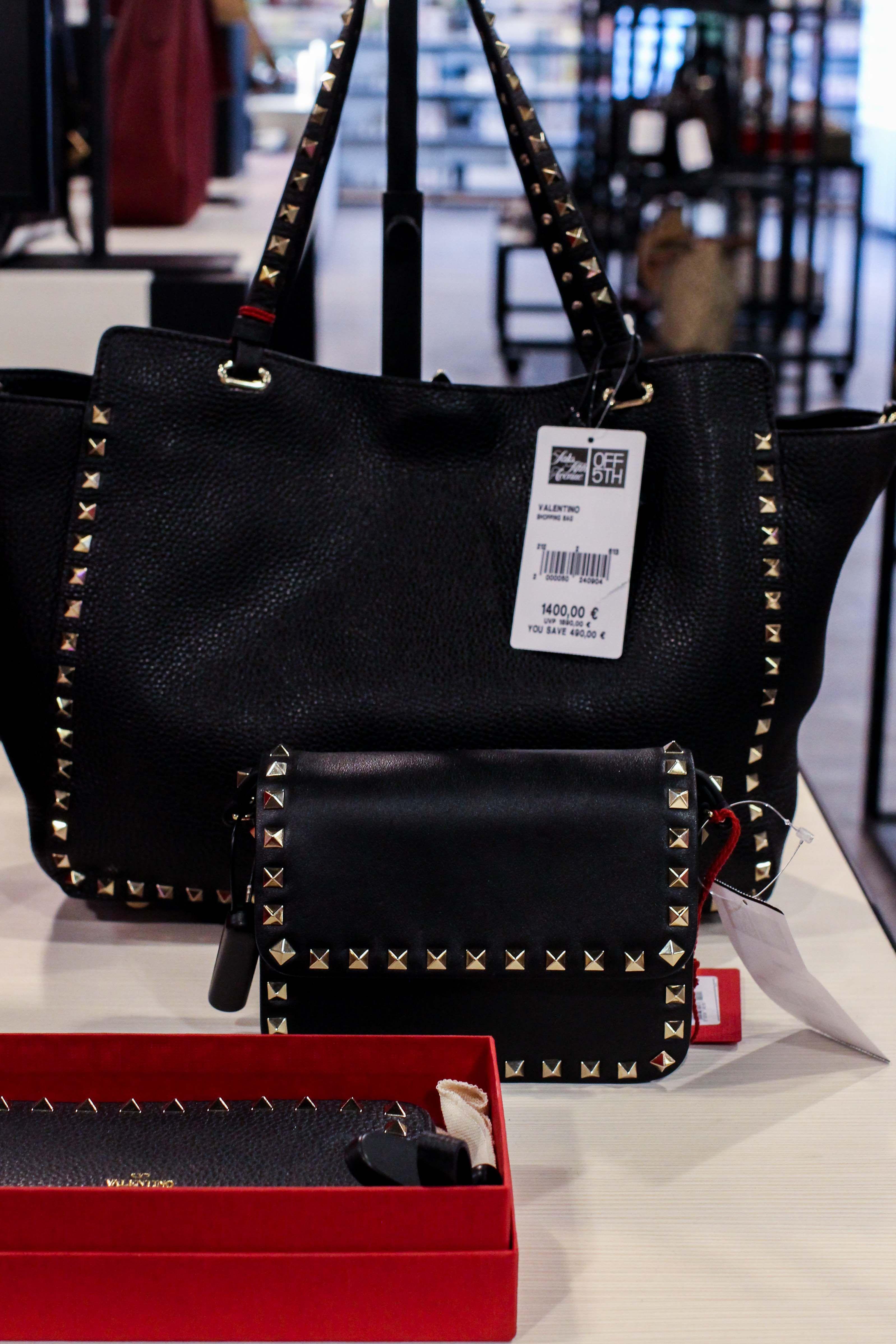 aab1da76df30b Valentino Tasche Schwarz nieten günstig Store Opening Saks OFF 5th Avenue  Bonn Premium-Marken Outletpreis Designer Outlet Bonn Modeblog bag