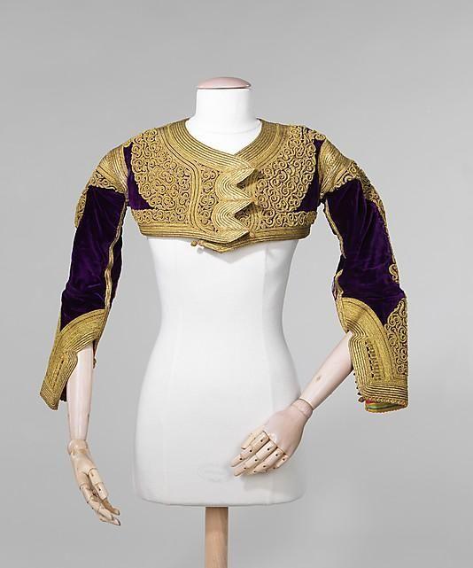 Албанский национальный костюм - роскошная вышивка