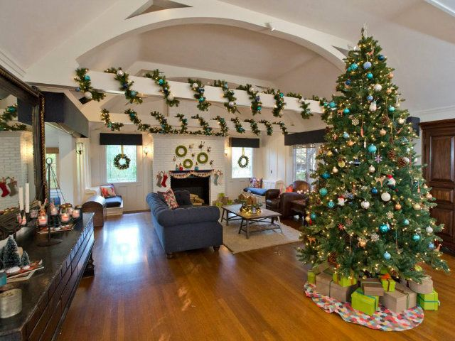how celebrities are decking their homes for the holidays 4 how celebrities are decking their homes for the holidays 4 - Celebrities Christmas Decorated Homes