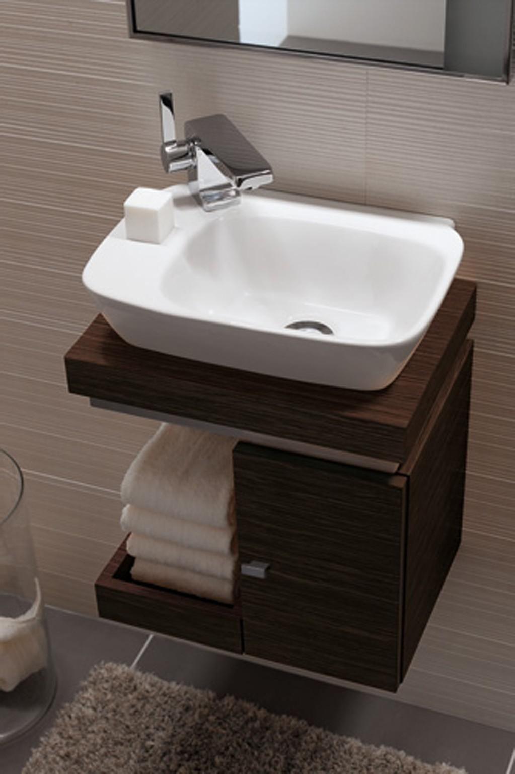 Pin Von Mercia Ntai Auf Bathrooms In 2020 Waschbecken Gaste Wc